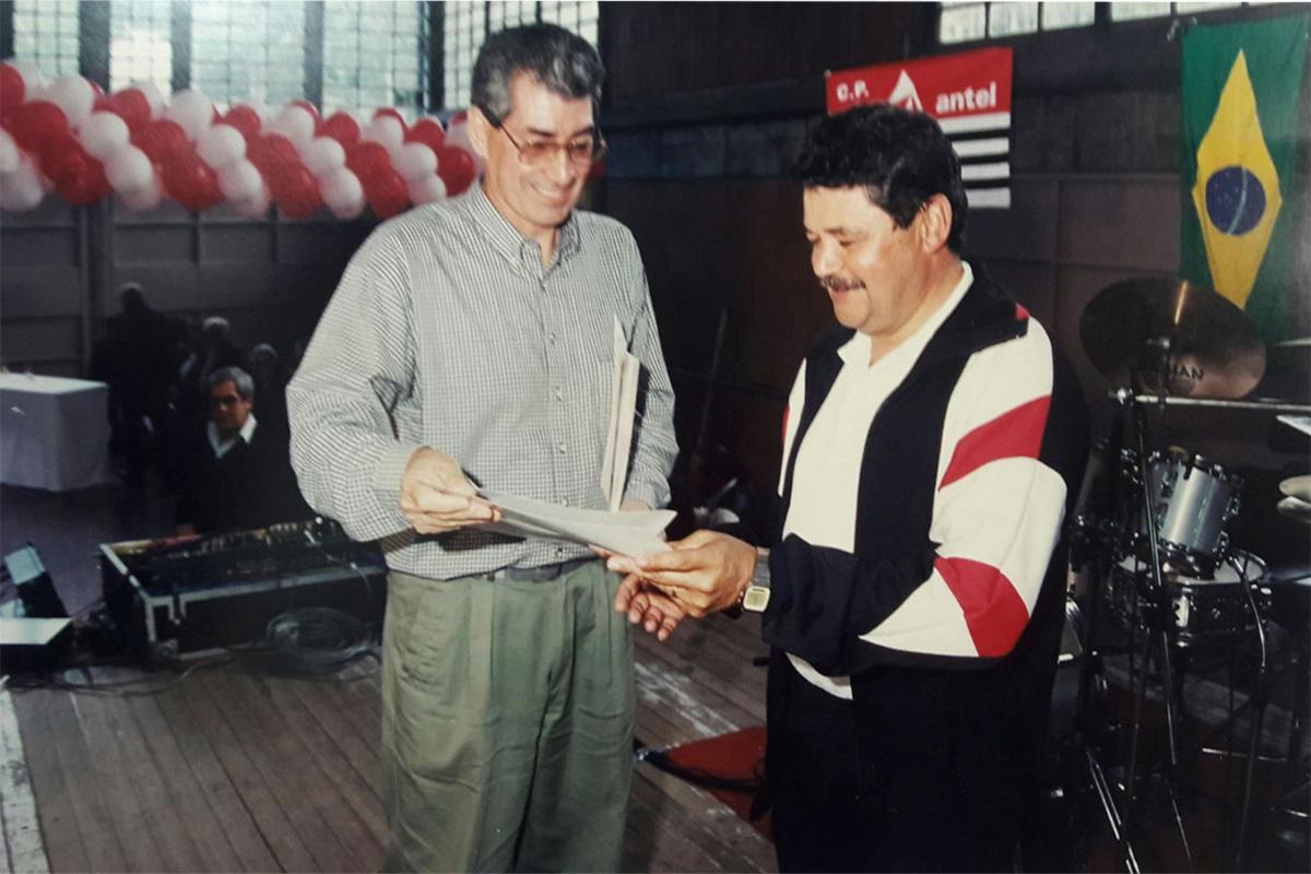 Recibiendo un premio representando a nuestra institución
